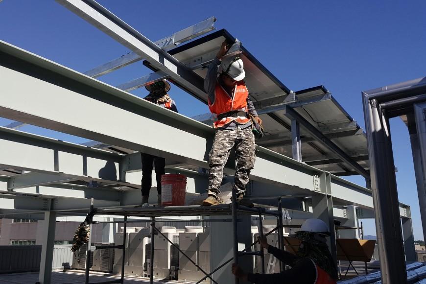 主婦聯盟合作社屋頂太陽能板施工