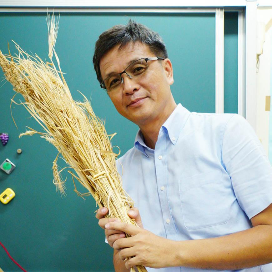 作者簡介|廖肇瑞 台南市安慶國小特教老師、「溯源菜單」創始人、臉書粉絲團「食帶力量」版主,曾獲台南市及教育部師鐸獎,常在主婦聯盟合作社購買喜願的雜糧麵包。