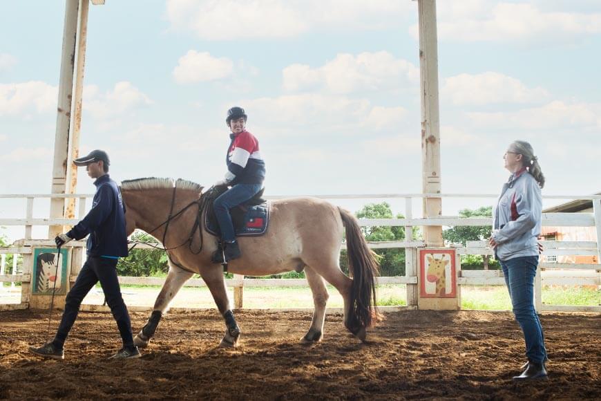 騎馬是林嫵恬母女最喜歡一起做的事。