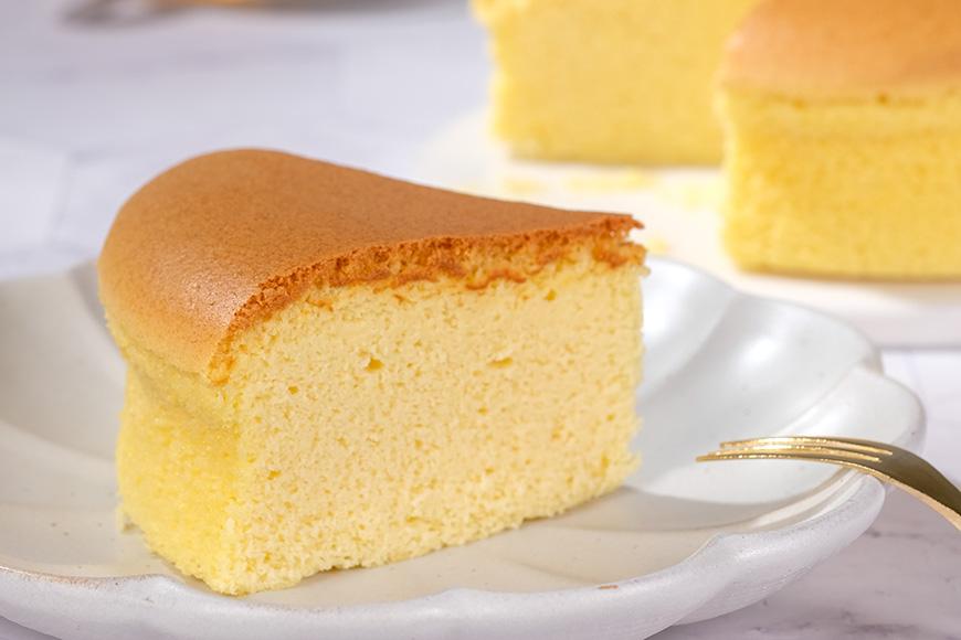 點心蛋糕 「美味單純」是我們在追求飲食上的目標,減糖、減鹽、少油,捨棄不必要的添加物;我們與生產者從源頭開始尋找好食材,用心製作,即使過程很費工,也想努力呈現出讓大家可以放心享受的好滋味。蜂蜜糙米蛋糕|360元|350公克(6吋)|看天田  蜂蜜香氣在口中綻放  使用台灣蜂蜜製作,入口後蜂蜜的清甜味湧現,口感澎潤鬆軟,香甜清爽,讓人一口接一口細細品嚐。(本品為無麩質蛋糕)  *蜂蜜糙米蛋糕、黑豆桂圓布朗尼、黑豆蛋糕3款預購數量加總限量2800個。