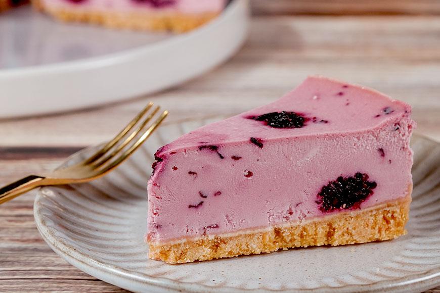 點心蛋糕 「美味單純」是我們在追求飲食上的目標,減糖、減鹽、少油,捨棄不必要的添加物;我們與生產者從源頭開始尋找好食材,用心製作,即使過程很費工,也想努力呈現出讓大家可以放心享受的好滋味。桑椹乳酪蛋糕|360元|500公克(6吋)|瑪諾蘭迦工作室  體驗初夏的清爽酸甜味  指定陳稼莊果園無農藥、無化肥的桑椹果醬,微甜的桑椹與TATURA乳酪的自然酸味巧妙融合,蛋糕中還加入顆粒飽滿的桑葚果實,真材實料,帶給味蕾大大的滿足。