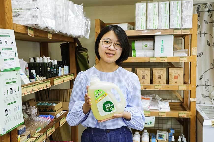 【支持永續產品 需要您的消費利用與意見回饋】  環保不只是口號,還要有具體行動,2021年,主婦聯盟合作社將邁入第20年,從共同購買運動開始,我們從不提供購物用塑膠袋、持續從產品開發端思考如何減少塑膠包裝,深化減塑行動。  現在,我們需要您參加這項活動,預購【綠主張生態洗衣精-永續瓶裝】,也請告訴我們您的使用意見,成為支持我們未來持續發展循環經濟的力量。