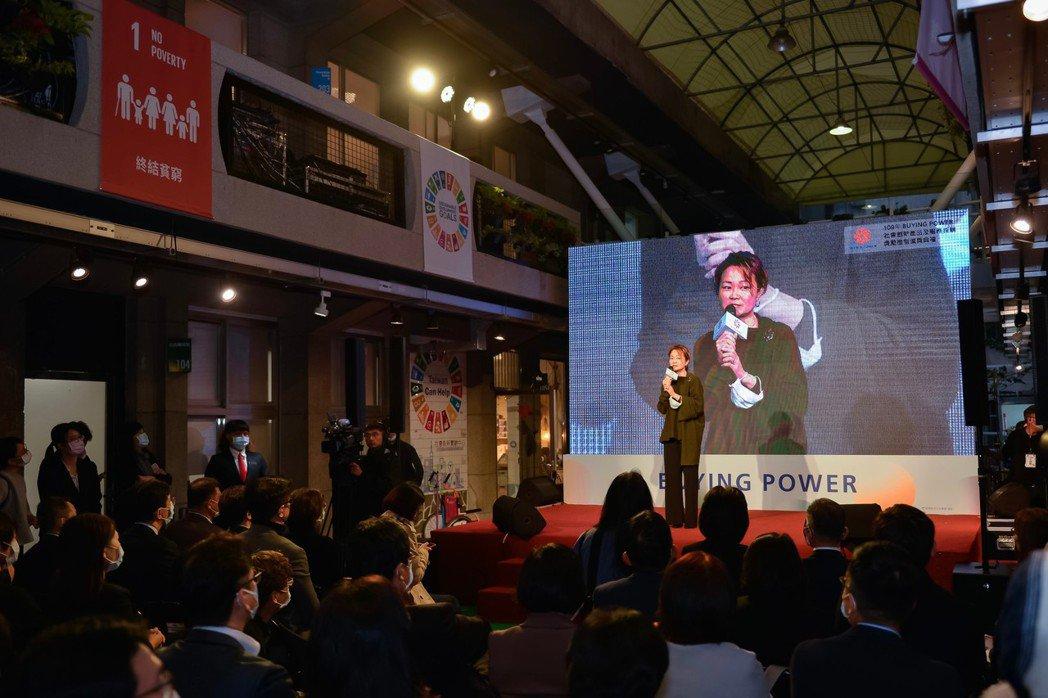 有限責任台灣主婦聯盟生活消費合作社總經理王琇姿,於Buying Power頒獎典禮中代表致詞。