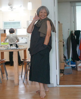 p06-DSC00527-詹琪芬拍攝-見學團成員至好感工坊參訪時,親身體驗工坊的舒適衣物,甚至自己辦起了走秀會。400