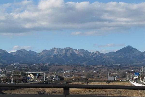 祐紀子一家於農曆年假期間回到日本所拍攝家鄉群馬縣的山(有著清晰的視野)-600